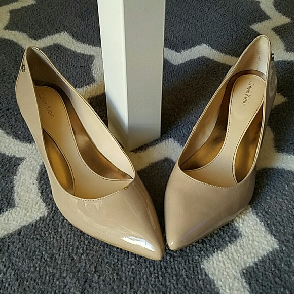 Più affidabile grandi affari estremamente unico Calvin Klein Shoes | Nude Nicki Kitten Heel Pumps 85 M | Poshmark