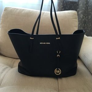 Michael Kors Handbags - Michael Kors Saffiano Medium Tote