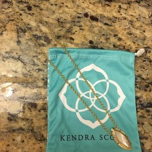 Kendra Scott - Pendant necklace in ivory pearl
