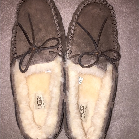UGG Dakota Slippers Size 9 (color: Dry Leaf)