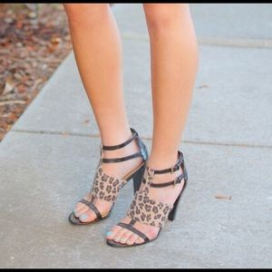 Like NEW nine west Leopard strappy sandals