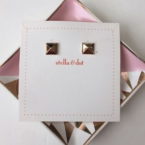 Stella & Dot Jewelry - 🎀Restocked 🎀Stella&dot Cleopatra Pyramid Studs