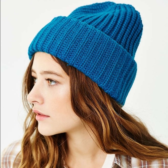 7a5ea20d03f NWT❄️UO Turquoise Teal Beanie Hat