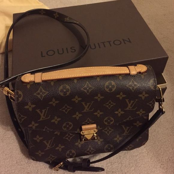 b7fe89be6bd46 Louis Vuitton Handbags - Louis Vuitton Pochette Metis Monogram