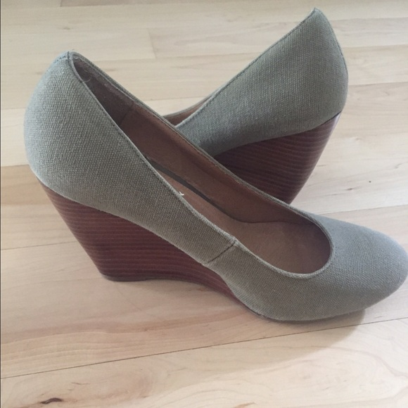67 mix no 6 shoes olive green wedge heels from