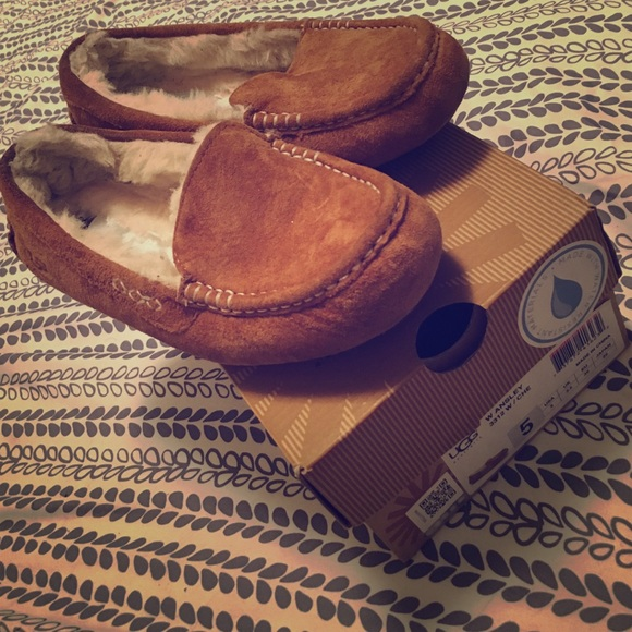 ugg moccasins journeys