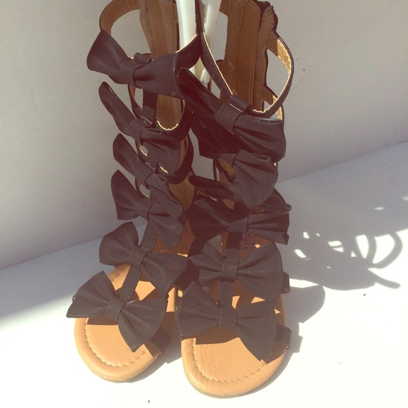 4fa808aae51 Toddler Girls Gladiator Sandals with Bows. M 57b08f737f0a053e29056d40