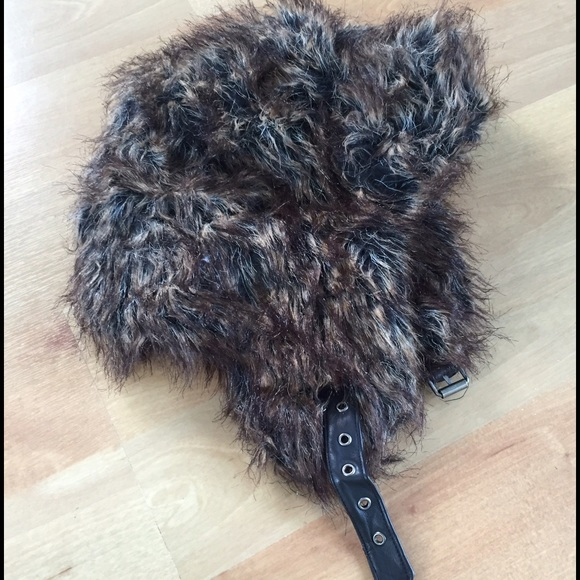 37dd7d45ec1c0 American Eagle Outfitters Accessories - American Eagle fur trappers hat  Size S M