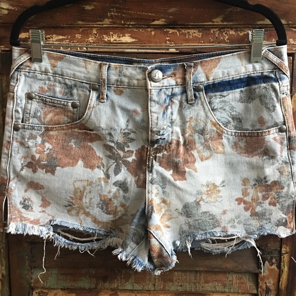 7bb6cd5734 Free People Pants - Free People | Floral jean shorts