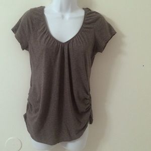 Liz Lange Tops - Maternity v-neck rouched tee