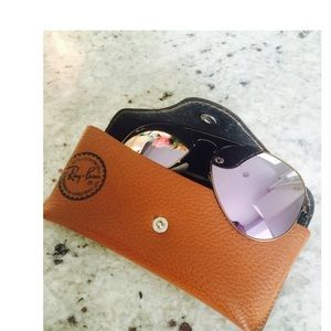 Ray-Ban Accessories - 🚨Final Price 🚨Ray Ban Sunglasses and Case