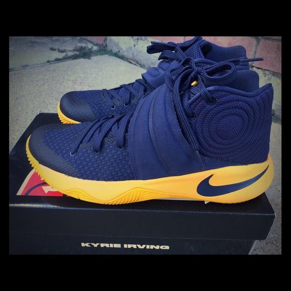 low priced d2643 bc496 Nike Kyrie 2 Basketball 🏀 Shoe Men s 8.5. M 57b1003513302a216e065575