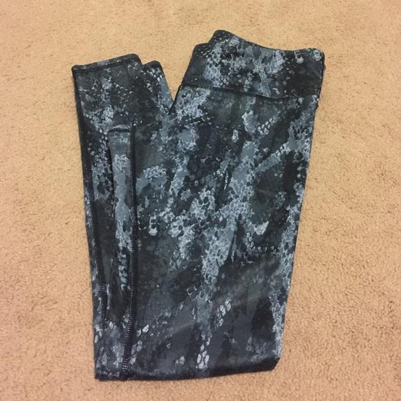 2f4fdba845b ALO Yoga Pants - Alo Snakeskin Airbrush Legging