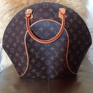 193dc83884e0 Louis Vuitton Bags - Louis Vuitton Ellipse bowling bag