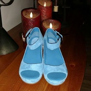 Johnston & Murphy Shoes - ONLY WORN TWICE! TEAL Blue Wedges