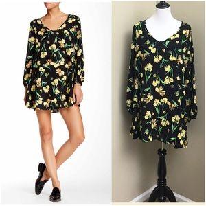 Soprano Ultra Chic Floral Shift Dress- New