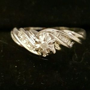 🐛SPRING SALE ❤Twisted Promise Ring👑