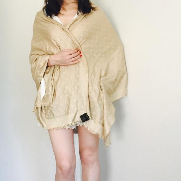 louis vuitton robe. louis vuitton accessories - ❌❌❌sold❌❌❌louis shine shawl robe s