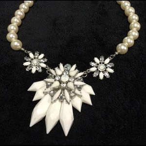 Jewelry - 💎Statement White & Faux Opals & Pearl  Necklace💎