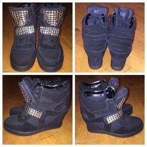 NWOT Steve Madden Hamlit Studded Wedge Sneaker