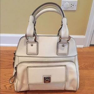 Banana Republic Handbags - NWOT Banana Republic handbag, ivory/cream