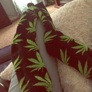 40weft Tops - Weed socks