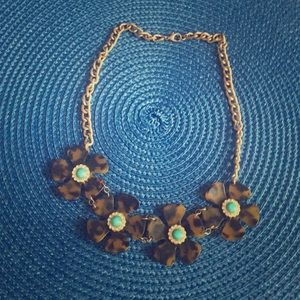 Jewelry - Tortoise shell flower necklace