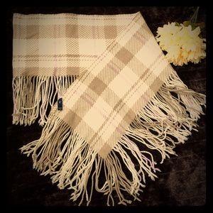 Gap scarfs