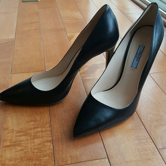 0ea6f8105a48  SOLD     Prada Pointy Toe Pumps