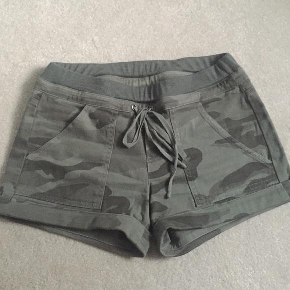 00479eea SPLENDID camo shorts. M_57b24be05c12f8ab4508a03f
