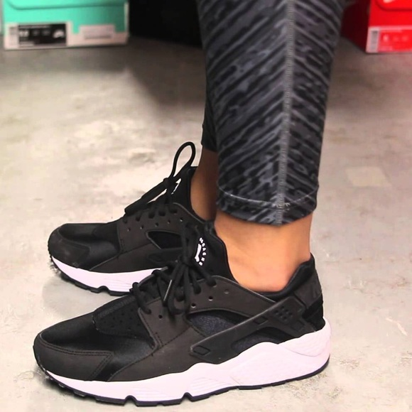 the latest a9dff 75e30 Nike Air Huarache OG Triple Black. M 57b2669cf739bc3cd4013c18