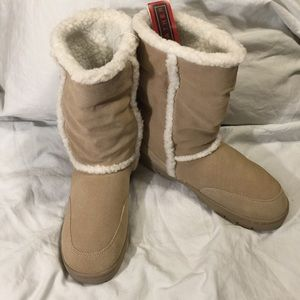 Shoes - NEW W/ TAGS All LEATHER UGG Style winter boots 10
