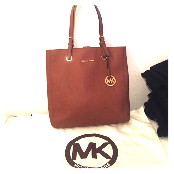 117919ea58ed MICHAEL KORS JET SET LARGE NORTH SOUTH TOTE. M_57b2a9cb9818298b6e099d16