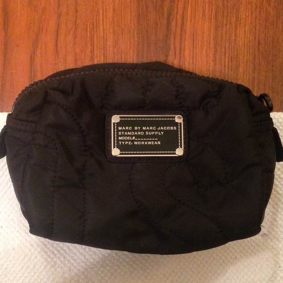 49e627c77ced Marc Jacobs Black Quilted Nylon Cosmetic Bag Pouch.  M 57b2dd2299086a993e09cace