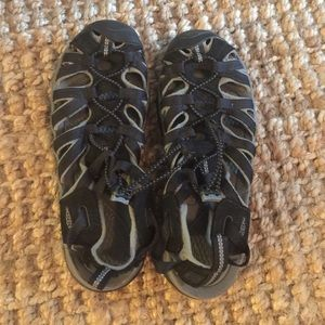 Keen Shoes - Women Keen - size 7.5