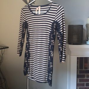 Bailey 44 Tops - Bailey 44 striped top w/ lace detail