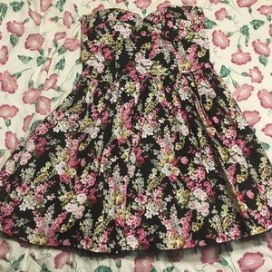 Ariana Grande Dresses & Skirts - Floral Bustier Strapless Zip Dress