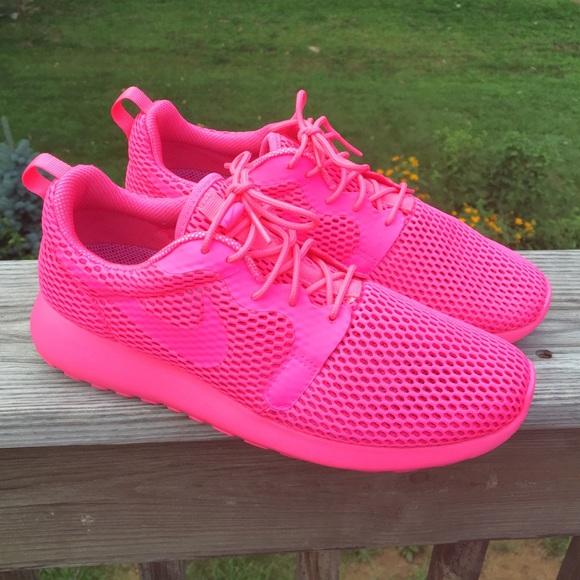 caf3f4d4d801 Women s Nike Roshe One Hyper Breathe. M 57b392828f0fc455ad010ad5