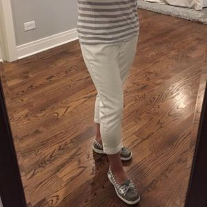 White Old Navy crop jeans