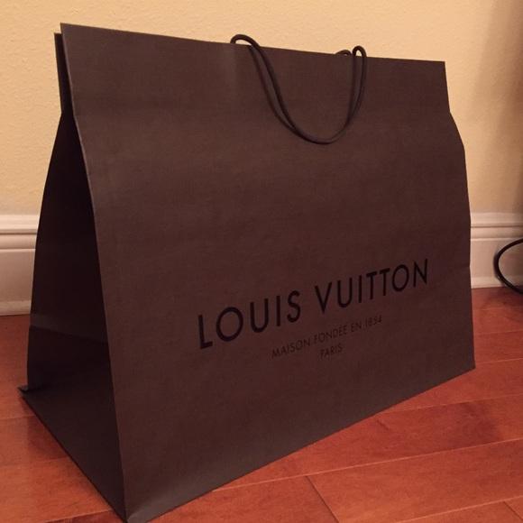 06742966df70 Louis Vuitton Handbags - AUTH LOUIS VUITTON STORE BAG 17.75 x 23.25 x 10.25