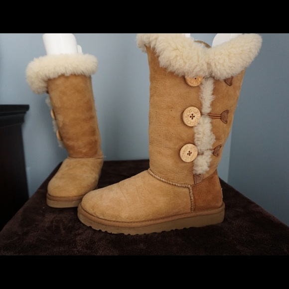 585c64c9275 UGG 3 Button Chestnut Bailey Boot - Size 7