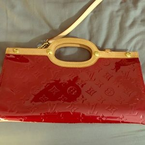 Louis Vuitton Vernis 2 Way Clutch with strap!