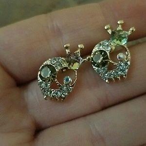 Jewelry - New gold tone crystal skull earrings
