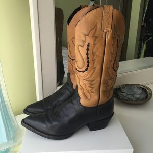 Justin Boots Shoes - 🐴 Limited edition Justin cowboy boots Sz 8