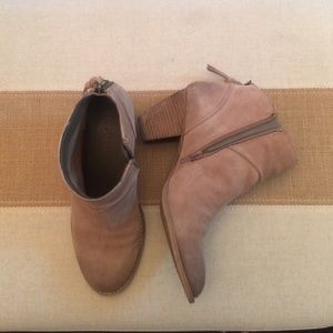 Shoes - Tan Size 7 leather booties