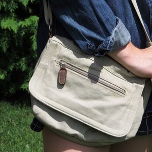 Small tan cross body purse.