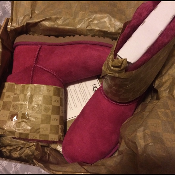 Pink women uggs with bailey bow