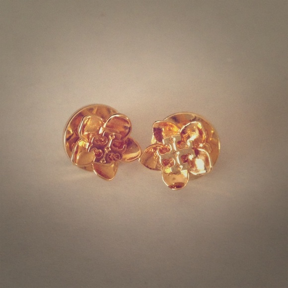 f916e021c Tory Burch Cecily Flower Stud Earrings **FIRM**. M_57b4fa62f09282fc9a00277a