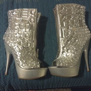 Shoes - Silver rhinestone booties