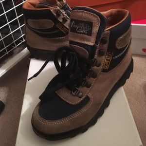 Vasque Shoes - Hiking boots